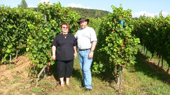 Walluf, Deutschland: Agetha and I in the vines.