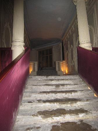 Casa Leto : Creepy dark lobby/entrance