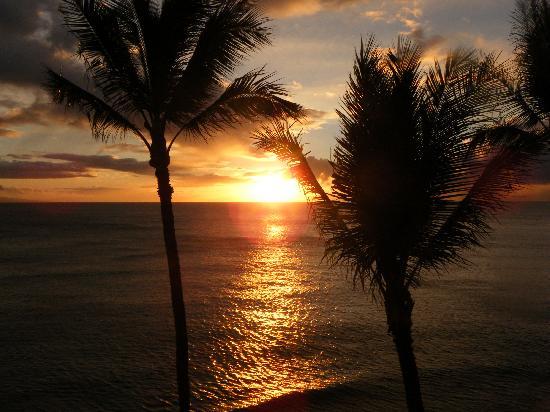 Aston Mahana at Kaanapali: Sunset from our room