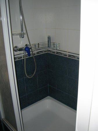 Warsaw Hotel: good shower