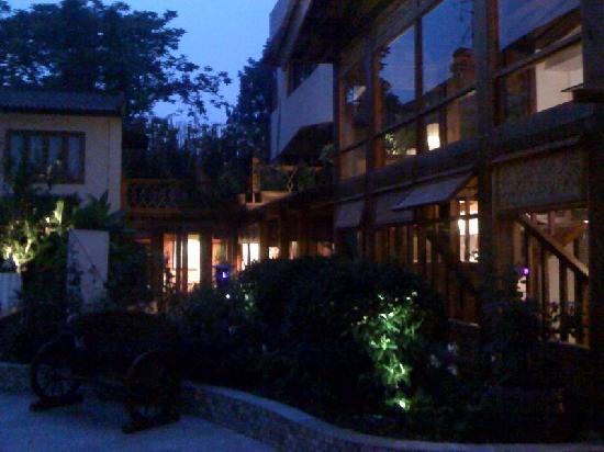 Red Wall Garden Hotel: night time