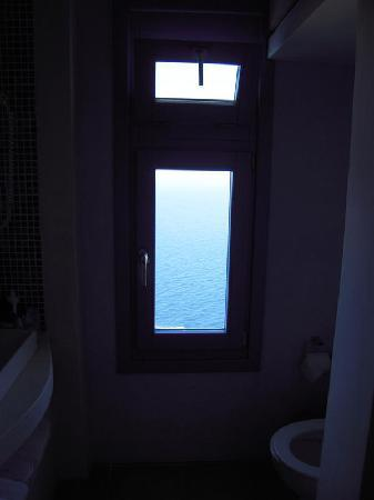Anemomilos Apartments: bathroom window