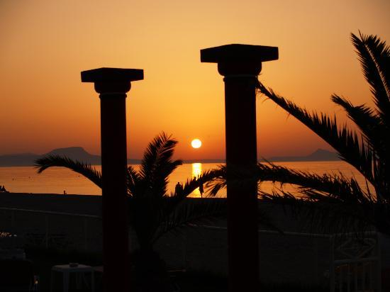 Odyssia Beach Hotel : Sunset