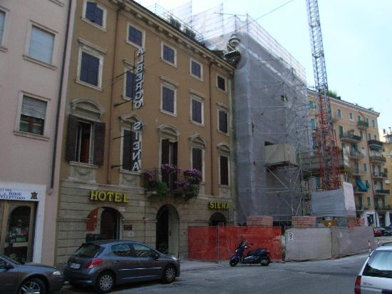 Hotel Siena: Hotel mit Baustelle