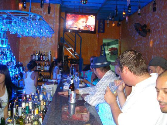 Booze Cruise Sports Bar & Grill: just another partynight