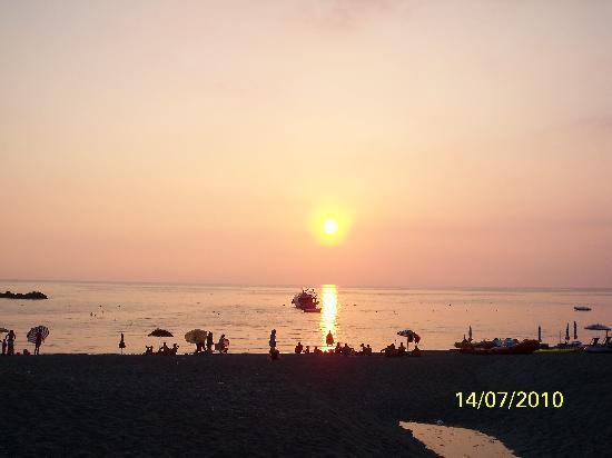 Hotel Arcomagno Club Village: tramonto dal villaggio