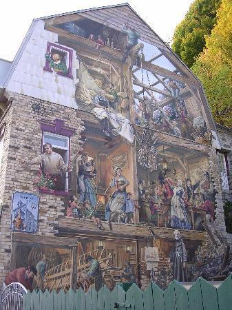 Old Quebec: Fresque du Petit-Champlain