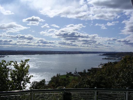 La Promenade des Gouverneurs : St. Lawrence River