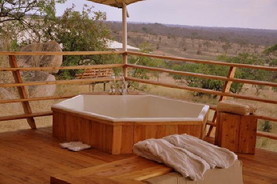 Serengeti Bushtops Camp : Bath on veranda of guest tent