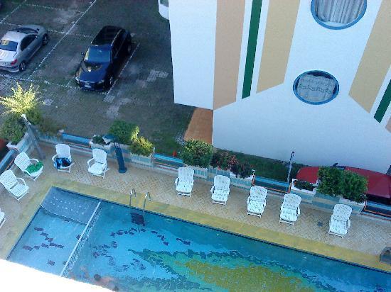 Hotel Continental: Pool vom Balkon aus