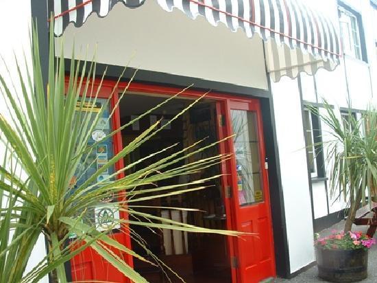 Neptunes Hostel: Front Door