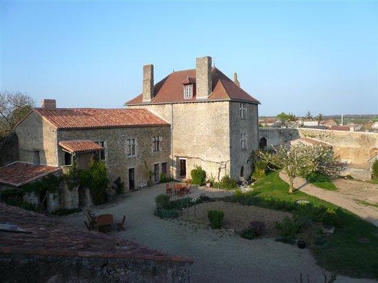 Le Vieux Chateau - chambres et table d'hotes