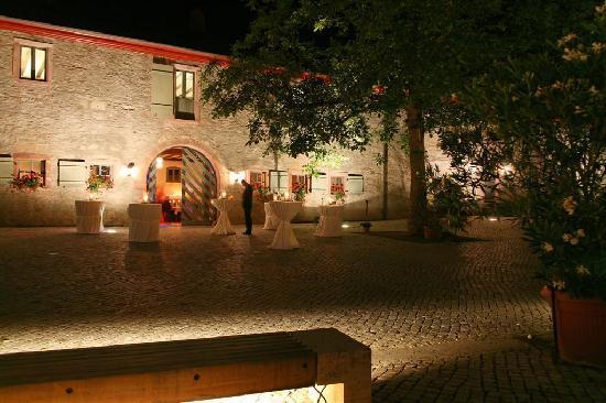 Eltville am Rhein, Germania: Hotel von Außen