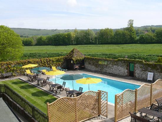 Deans Place, Country Hotel and Restaurant: Outdoor swimming pool, open from May to September