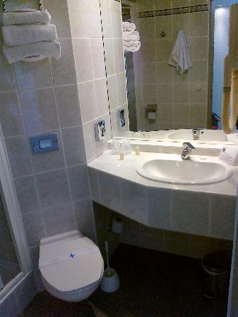 Ibis Styles Antibes: Il bagno