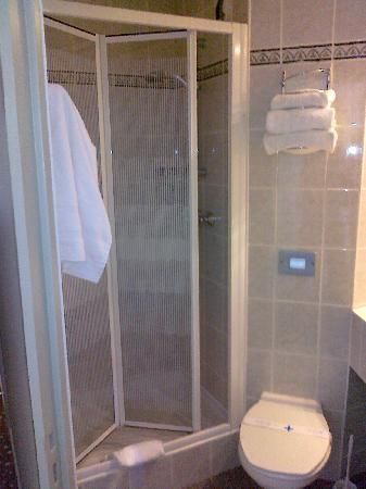 Ibis Styles Antibes: La doccia