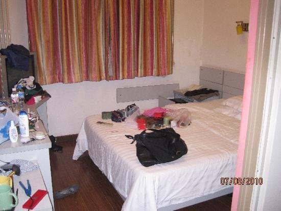 Zhong An Inn (Dong Dan Hotel): room