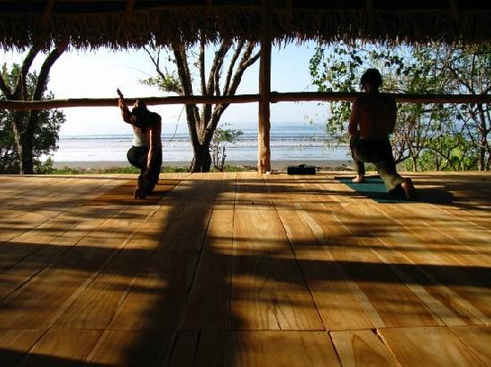 Eco Venao: Yoga deck on beach