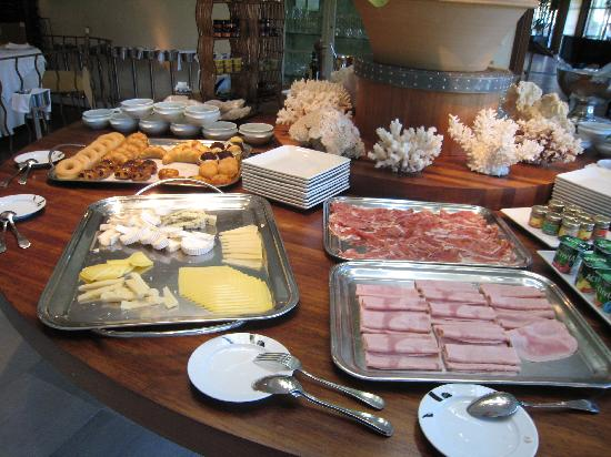 Río Real Golf Hotel: One part of the breakfast corner