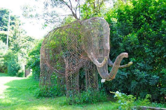 Kembu Cottages: sculpture