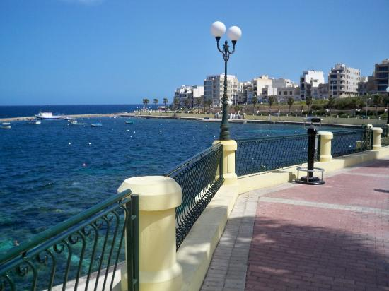 St. Paul's Bay, Malta: walk to qawra