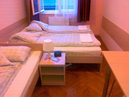 Hostel Euro Room: private bedroom