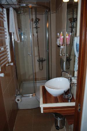 Angels Garden Hotel: Baño 4 estrellas para gnomos y pitufos