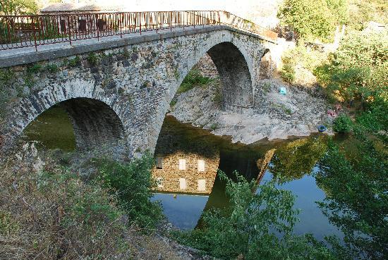 Beaumont, ฝรั่งเศส: Franchir ce pont ,et vous êtes arrivés aux  sentiers des arches