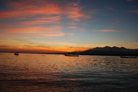 Manta Dive Gili Air Resort: Sunrise from cafe at Manta Dive