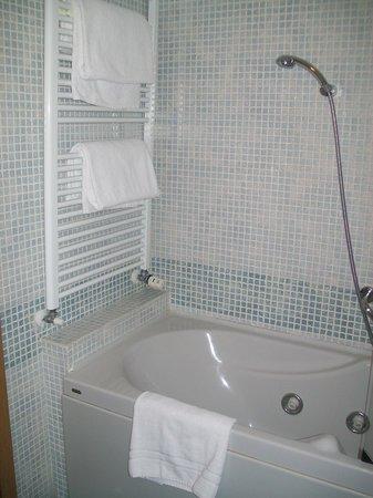 Best Western Mirage Hotel Fiera: Bañera con hidromasaje, fantástico