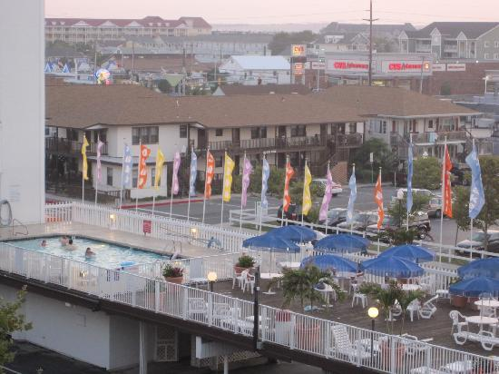 The Spinnaker: Pool and Sun Deck