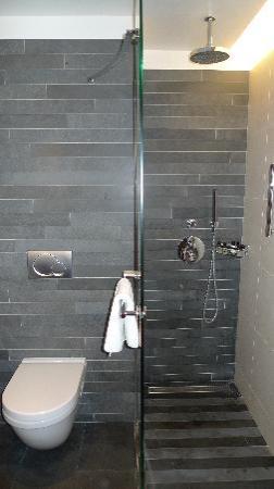 Renaissance Paris Arc de Triomphe Hotel: Fantastic bathroom and amazing shower