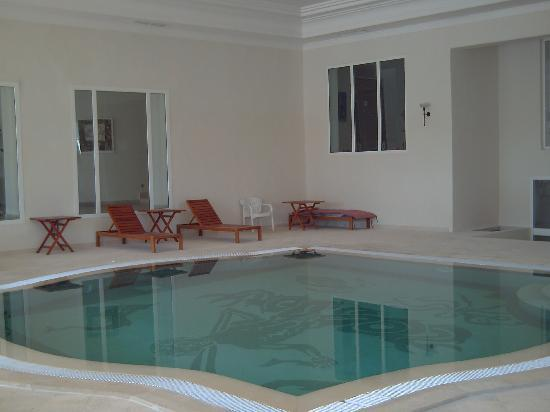 Piscine int rieur photo de hotel residence villa noria for Hotel avec piscine interieur