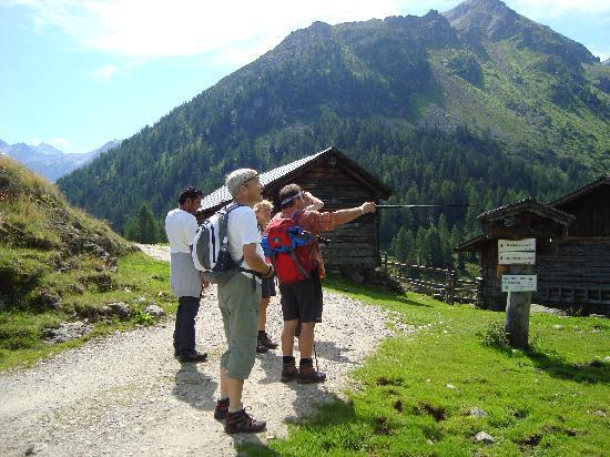 Almfrieden Wander- und Langlaufhotel: Wanderführer Rudi