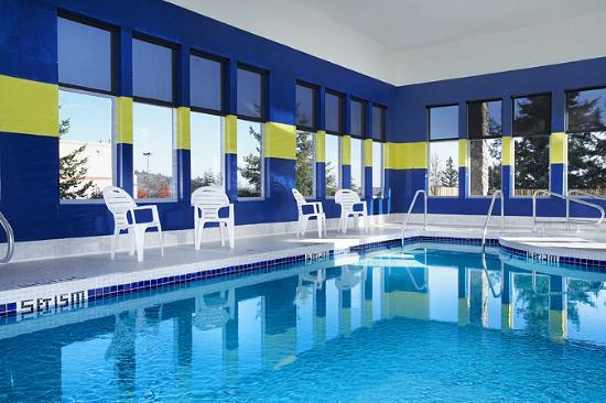 Four Points by Sheraton Victoria Gateway: Indoor Pool
