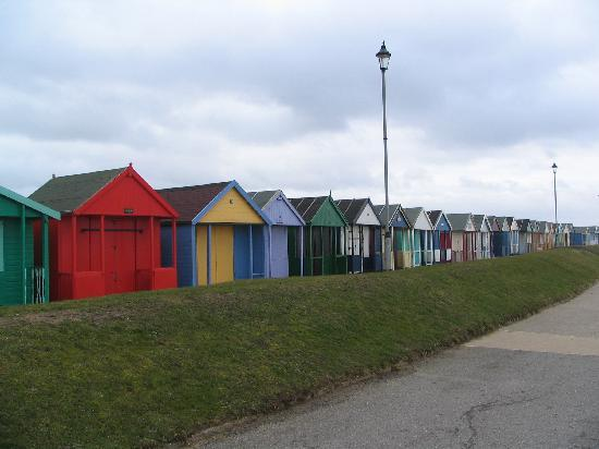 The Ramblers Guest House: Beach Huts near The Ramblers