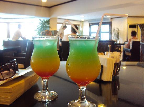 Voyage Torba: Cocktails a plenty!! in the 24 hour bar