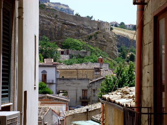 Corleone, Italy: LLegando , por los alrededores