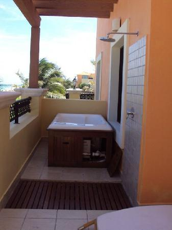 Ocean Coral & Turquesa: Hot Tub on our balcony
