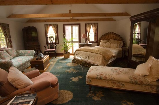 Jingle Bell Bed and Breakfast: Private Loft on property which is your guest quarters