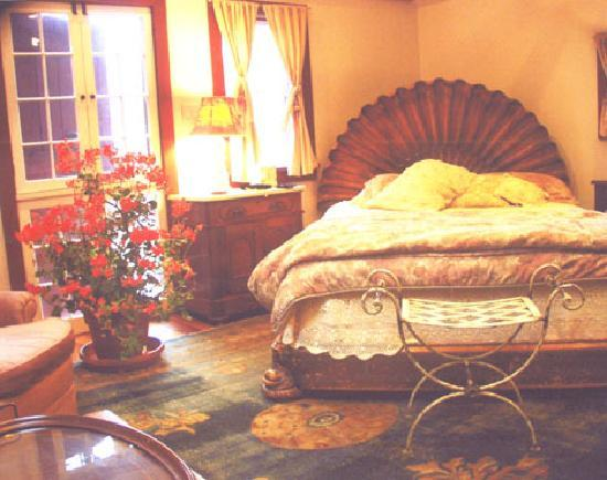 Jingle Bell Bed and Breakfast : Your bedroom area