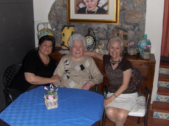 Mamma Maria: Pina, Mamma and Peg