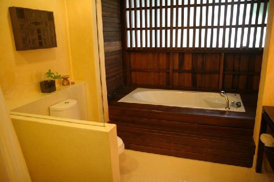 Buri Rasa Village Samui: huge bathroom