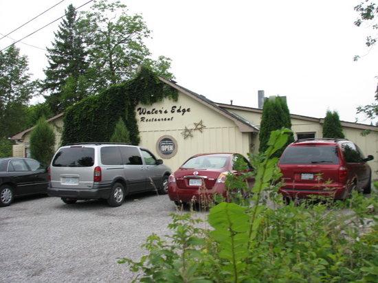 Water's Edge Restaurant: Front of restaurant
