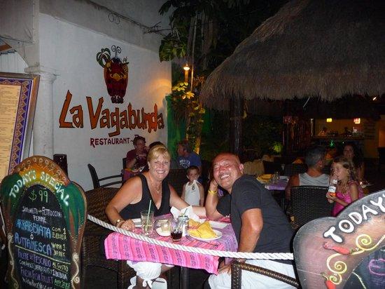 La Vagabunda : enjoying dinner