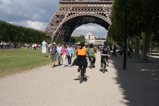 Paris Small Bike Tours: Hacia la torre
