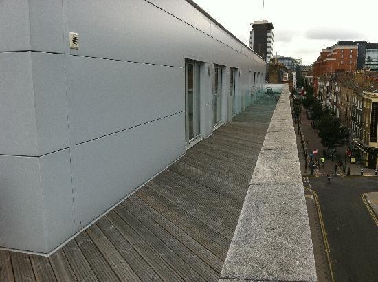 SACO Holborn - Lamb's Conduit St: Balcony overlooking Lamb's Conduit Street