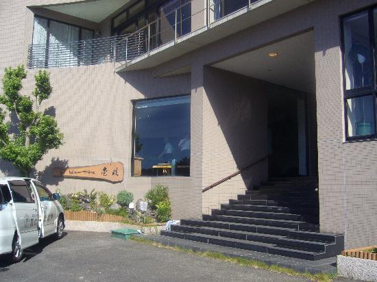 View Hotel Iki : ホテルの玄関