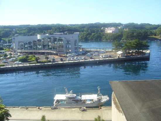 View Hotel Iki : 部屋から漁港を見える