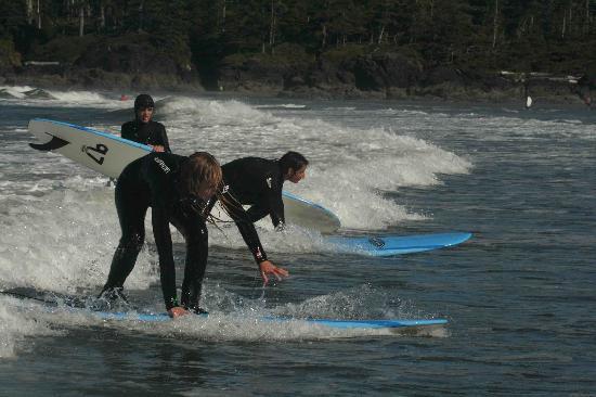 Long Beach Lodge Resort : Surf lesson